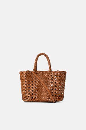 Zara Mini torebka typu shopper ze skórzanej plecionki