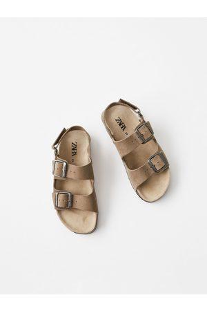 Zara Skórzane sandały ze sprzączkami