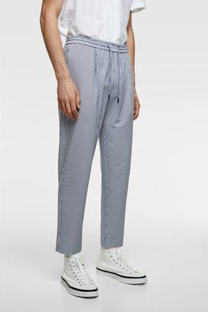 Zara Spodnie joggery z tkaniny gofrowanej