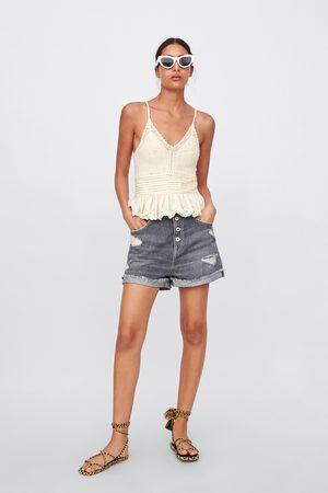 Zara Spodenki jeansowe z rozdarciami i podwijanymi nogawkami