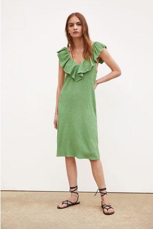 9b7012b0b3 Zara Sukienka z tkaniny strukturalnej falbanką