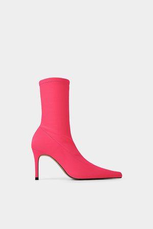 Zara Botki na obcasie z elastyczną cholewką w jaskrawym kolorze