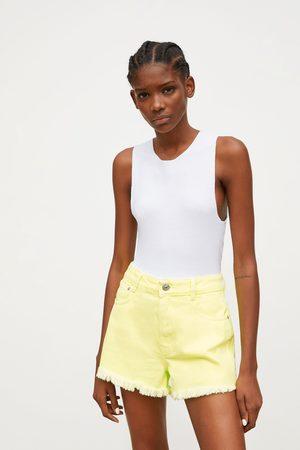 Zara Spodenki jeansowe ze średnim stanem w jaskrawym kolorze
