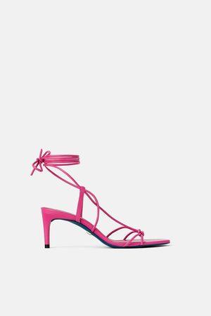 75cc8ec1453d4 Zara Skórzane buty na średnim obcasie z metalizowanym wykończeniem z  kolekcji blue