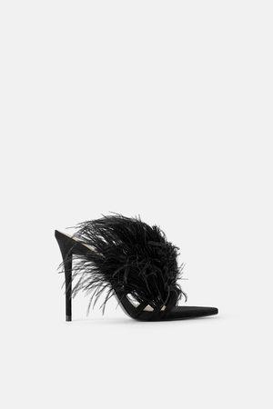 Zara Skórzane sandały na obcasie z piórami
