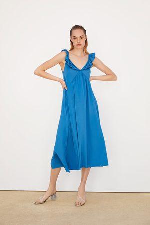 Zara Kobieta Sukienki - Sukienka z tkaniny satynowanej z falbankami