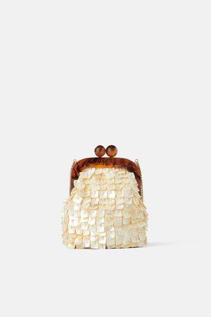 Zara Mini torebka listonoszka z zapięciem na bigiel i koralikami