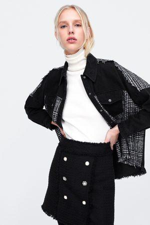 Zara Spódnica mini z guzikami z biżuteryjnym zdobieniem