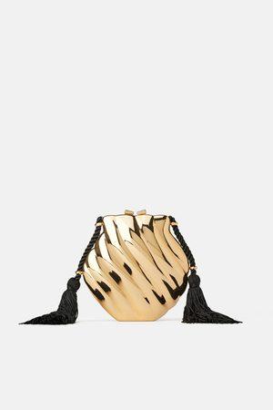Zara Torebka listonoszka typu kuferek w kształcie muszli