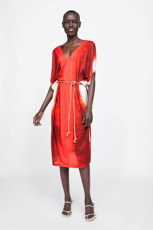 Zara Kobieta Sukienki - Sukienka farbowana metodą tie dye z paskiem