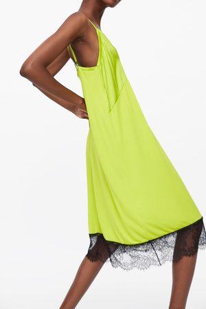 Zara Sukienka w stylu bieliźnianym z koronką blonda