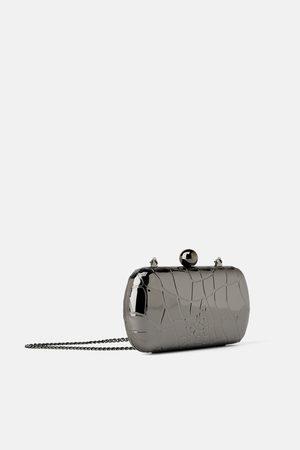 Zara Metalowa torebka do ręki z tłoczeniami