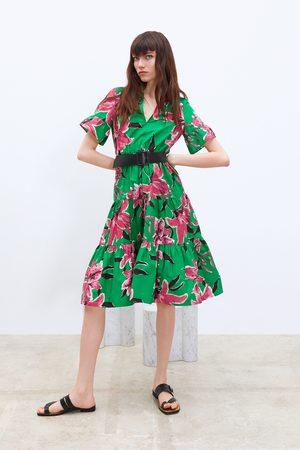 Zara Sukienka z nadrukiem w kwiaty i paskiem