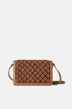 Zara Skórzana torebka listonoszka z plecionką i metalowymi zdobieniami