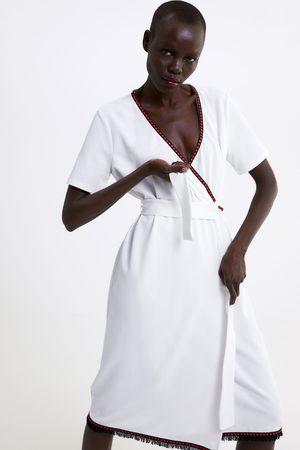 Zara Kopertowa sukienka z kontrastowymi wstawkami