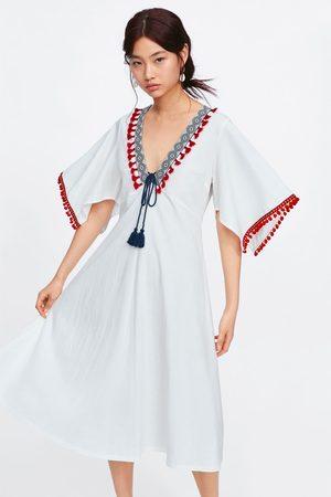 Zara Kobieta Sukienki - Sukienka z łączonych tkanin z pomponami