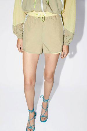 Zara Kobieta Bermudy - Wielobarwne nylonowe spodenki