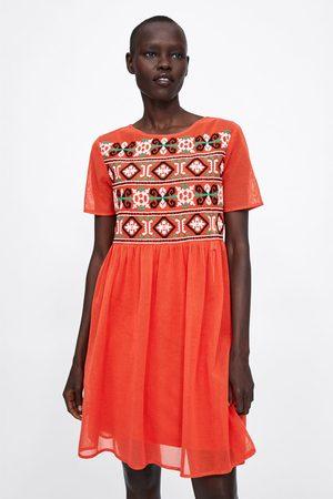 Zara Kobieta Sukienki - Sukienka z siateczki z haftem