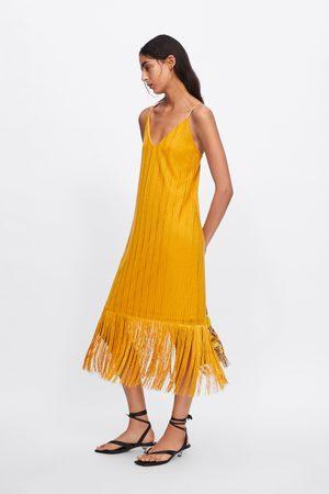 Zara Kobieta Sukienki - Sukienka z tkaniny strukturalnej z frędzlami