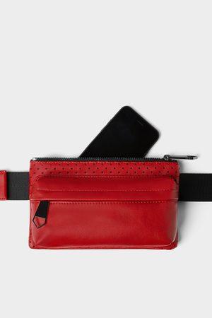Zara Czerwona torebka typu nerka z mikrodziurkowaniem