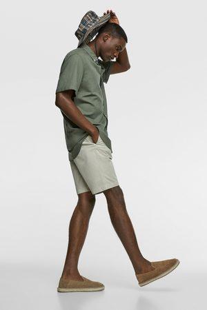 Zara Mężczyzna Bermudy - Bermudy z tkaniny strukturalnej z paskiem