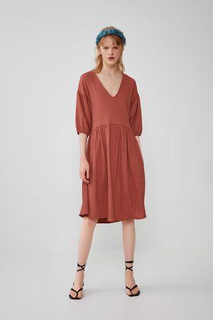 Zara Szeroka sukienka z tkaniny strukturalnej