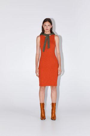 Zara Strukturalna sukienka o kroju ołówkowym
