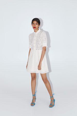 Zara Koronkowa sukienka z biżuteryjnymi guzikami