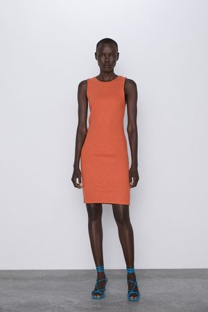Zara Kobieta Sukienki - Strukturalna sukienka o kroju ołówkowym