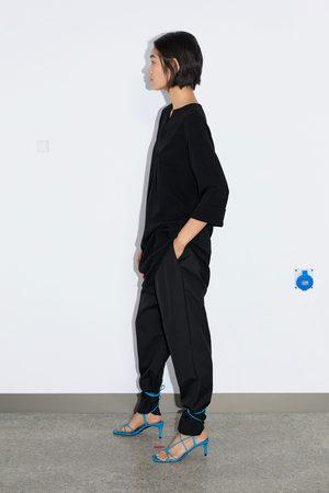 Zara Krótka sukienka z tkaniny strukturalnej
