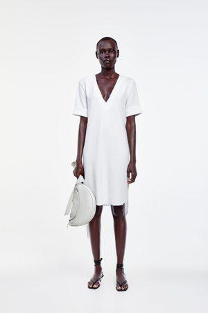 Zara Teksturowana sukienka z paskiem