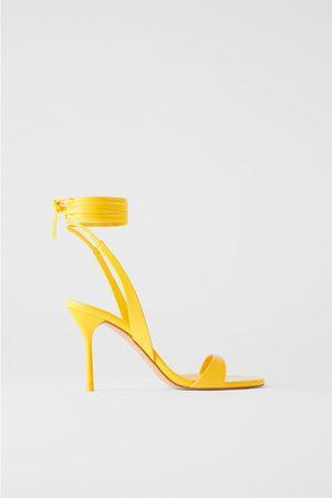 Zara Skórzane sandały na obcasie z paskami i wiązaniem