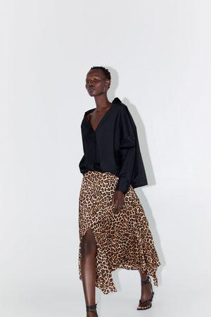 Zara Kobieta Spódnice z nadrukiem - Plisowana spódnica z nadrukiem w zwierzęcy deseń