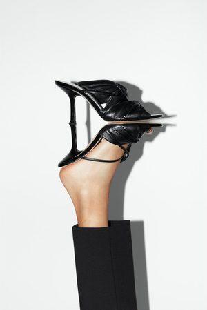 Zara Skórzane sandały na obcasie z marszczeniem