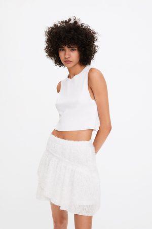 Zara Spódnica mini z teksturowanej tkaniny z falbanką