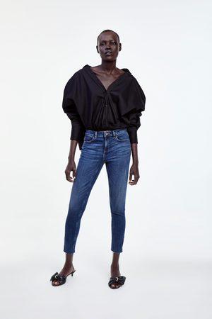 Zara Spodnie jeansowe rurki z suwakami i średnim stanem z kolekcji z1975