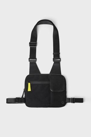 Zara Czarna torebka listonoszka typu nerka