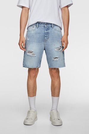 Zara Mężczyzna Bermudy - Bermudy jeansowe z efektem plam z farby