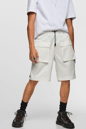 Zara Bermudy z tkaniny technicznej z kieszeniami
