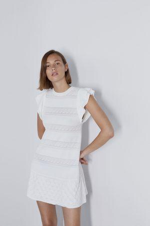 Zara Sukienka wykonana ściegiem pointelle z falbankami