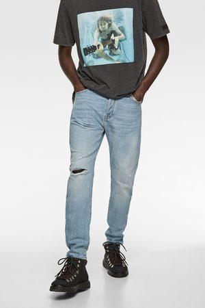 Zara Dopasowane spodnie jeansowe z rozdarciami