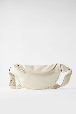 Zara Skórzana torebka listonoszka typu nerka