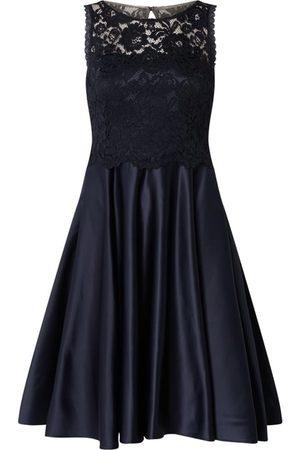 Vera Mont Sukienka koktajlowa z koronki i satyny