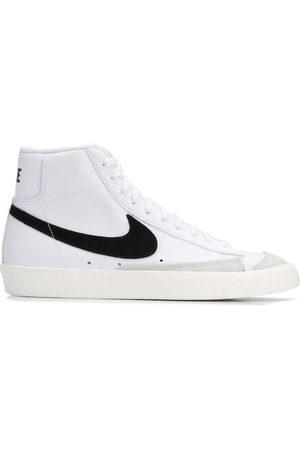 Nike Mężczyzna Tenisówki i Trampki - White