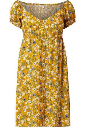 Review Sukienka z odkrytymi ramionami