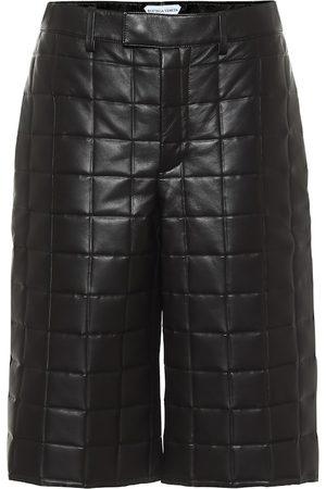 Bottega Veneta Kobieta Bermudy - Mid-rise leather Bermuda shorts