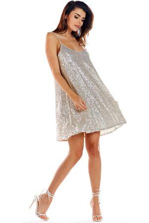 Awama Kobieta Sukienki koktajlowe i wieczorowe - Beżowa sukienka na cienkich ramiączkach wyszywana cekinami