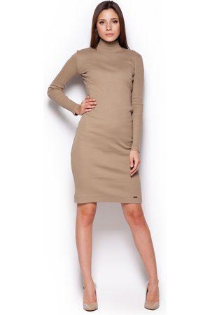 Figl Beżowa casualowa prążkowana sukienka z golfem