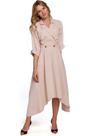 MOE Asymetryczna rozkloszowana sukienka z kopertowym dekoltem - beżowa