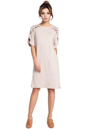 MOE Beżowa sukienka z falbankami na ramionach